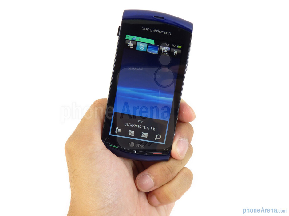 Sony Ericsson Vivaz has a curved design - Sony Ericsson Vivaz for AT&T Review