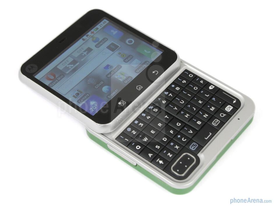 The five row QWERTY keyboard of the Motorola FLIPOUT - Motorola FLIPOUT Review