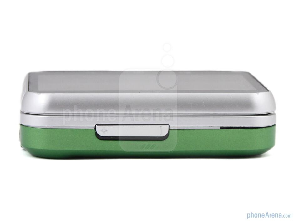 The sides of the Motorola FLIPOUT - Motorola FLIPOUT Review