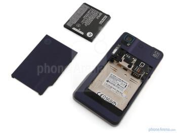 The sides of Motorola MILESTONE XT720 - Motorola MILESTONE XT720 Review