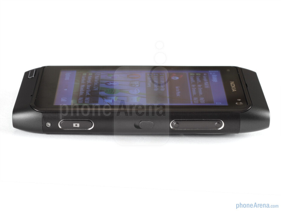 Left and rightt sides of the Nokia N8 - Nokia N8 Review