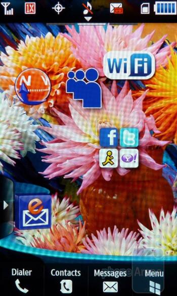 The Samsung Craft offers three homesceeens - Samsung Craft Review