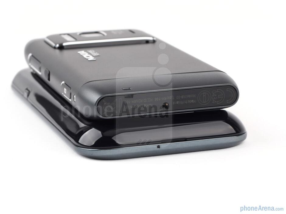 Nokia N8 - above, Samsung Galaxy S - below - Nokia N8 vs Samsung Galaxy S