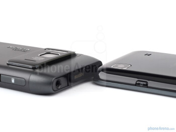 Nokia N8 (left and above) and Samsung Galaxy S (right and below) - Nokia N8 vs Samsung Galaxy S