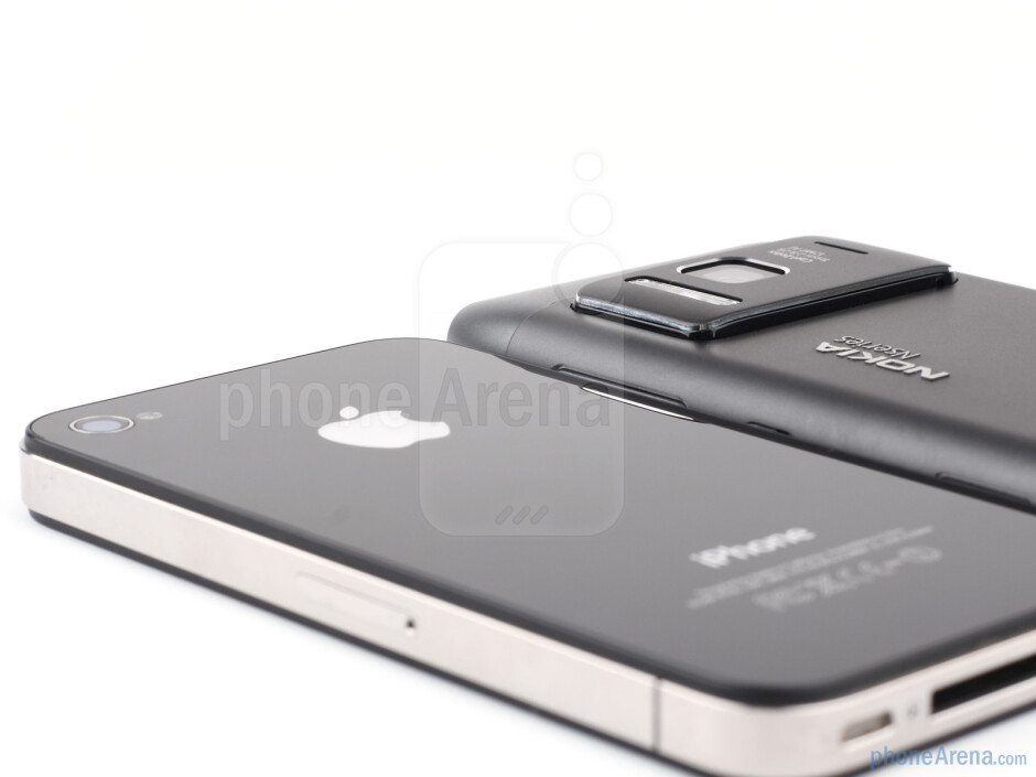 Nokia N8 vs Apple iPhone 4