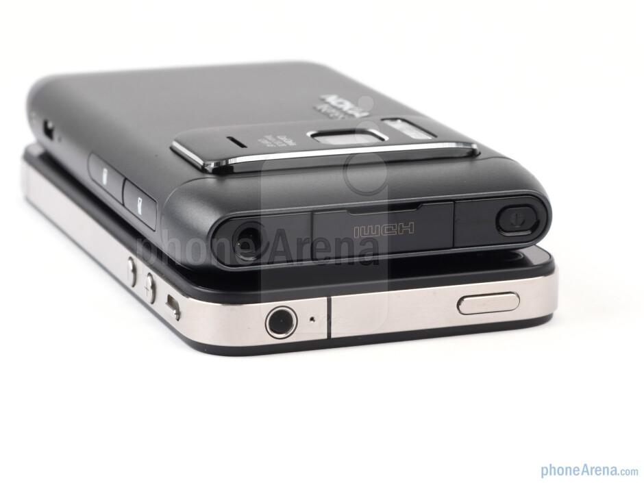 Nokia N8 - above, Apple iPhone 4 - bellow - Nokia N8 vs Apple iPhone 4
