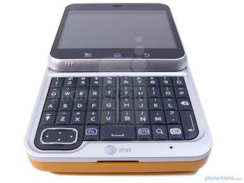 The QWERTY keyboard of the Motorola FLIPOUT - Motorola FLIPOUT for AT&T Review