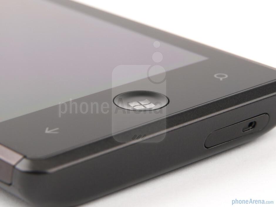 Below the screen we find three keys - Samsung Omnia 7 Review