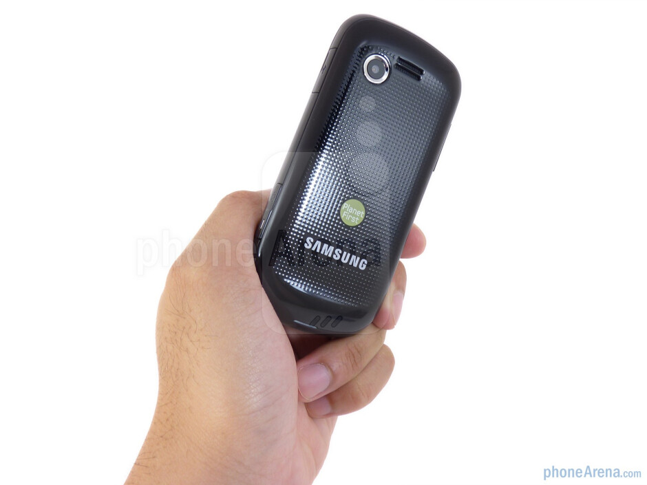Samsung Evergreen is a typical looking messaging phone - Samsung Evergreen Review