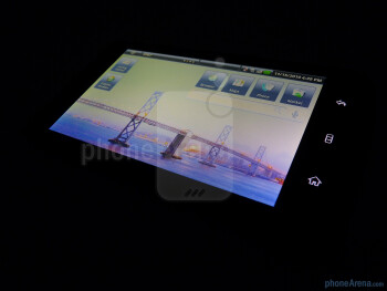 The device has 5 inch Gorilla glass display - Dell Streak Review