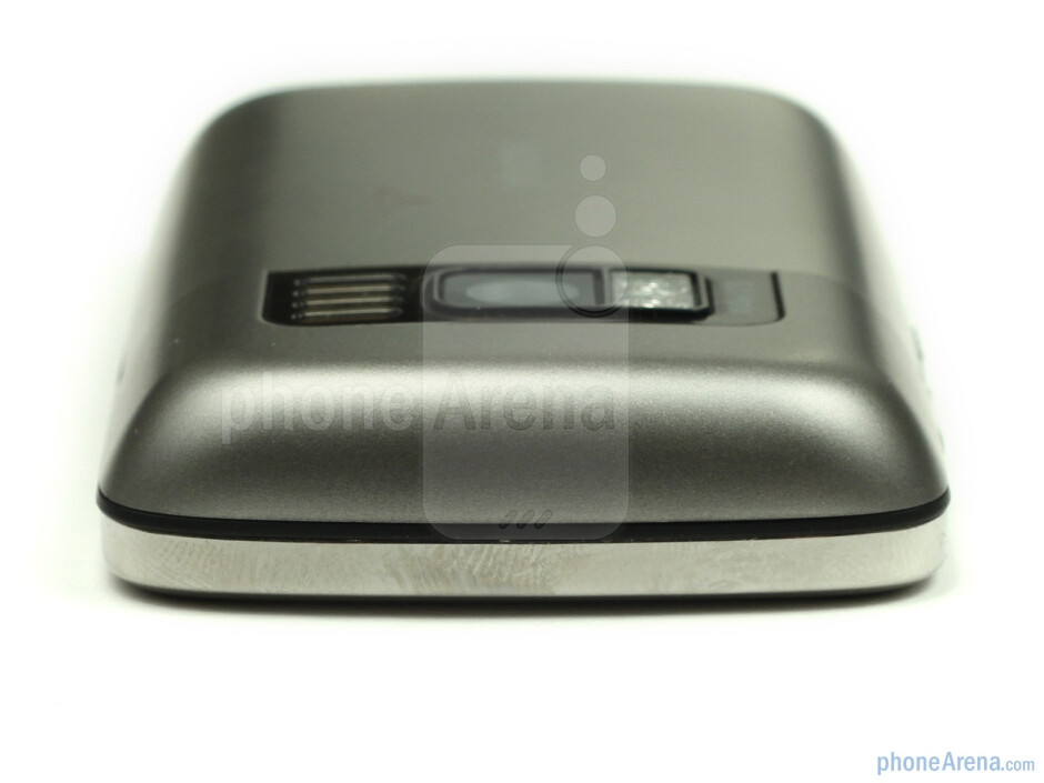 The sides of the Nokia C6-01 - Nokia C6-01 Review
