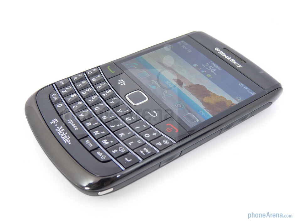 """The 2.44"""" TFT display has a resolution of 480 x 360 pixels and support for 65k colors - RIM BlackBerry Bold 9780 Review"""