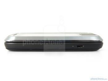 The sides of the Motorola FLIPSIDE - Motorola FLIPSIDE Review