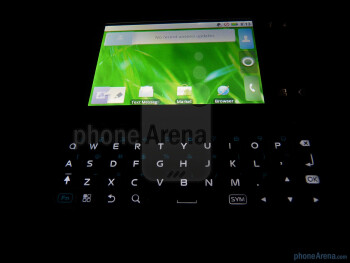 The device has a 4-row QWERTY keyboard - Motorola FLIPSIDE Review