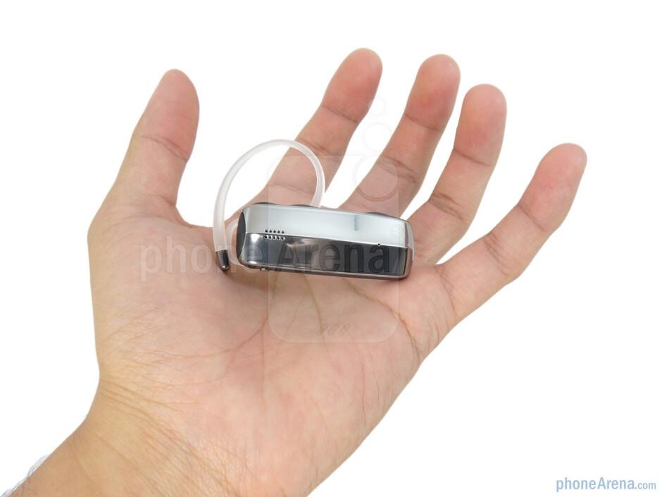 The Motorola FINITI has chrome finish which is highly reflective - Motorola FINITI Review