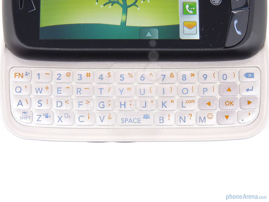 The physical keyboard of the LG Cosmos Touch - LG Cosmos Touch Review