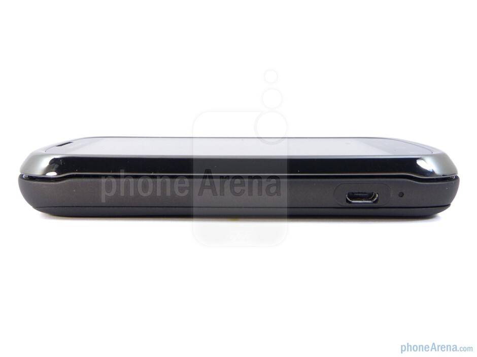 The sides of the Motorola CLIQ 2 - Motorola CLIQ 2 Review