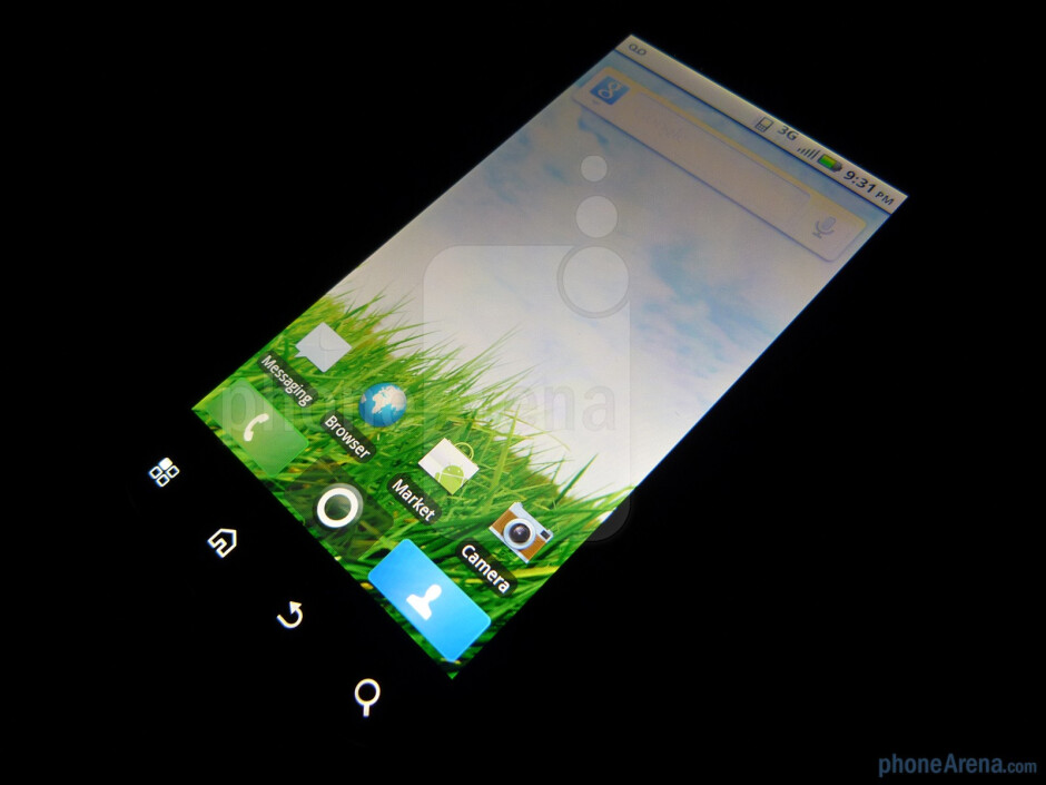 The device has a 3.7 inch capacitive display - Motorola CLIQ 2 Review