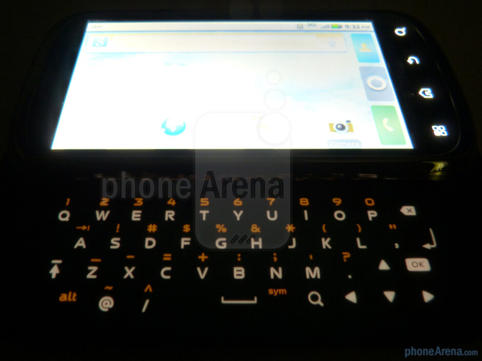 The phone has 4-row landscape style physical keyboard - Motorola CLIQ 2 Review
