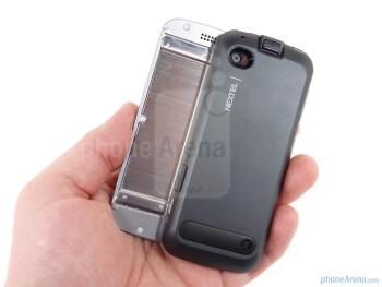 The Motorola i886 is definitely hefty in the hand - Motorola i886 Review