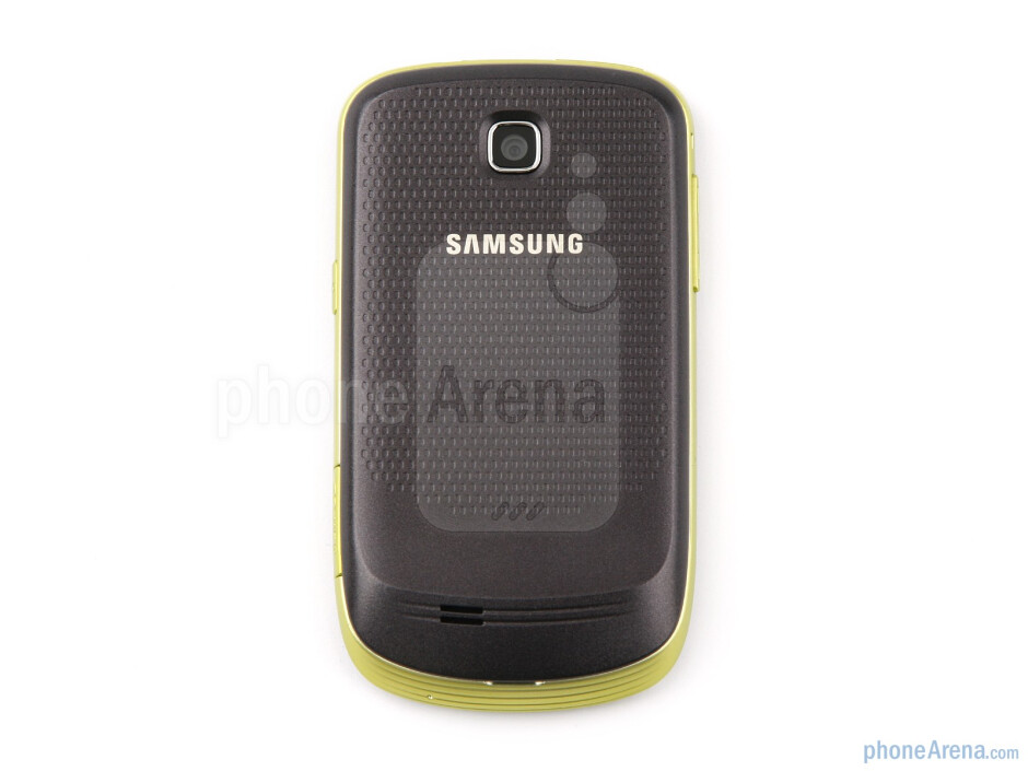 The plastic of the Samsung Galaxy mini feels alright to the touch, especially when coupled with the dotted patternon the back side - Samsung GALAXY mini Preview