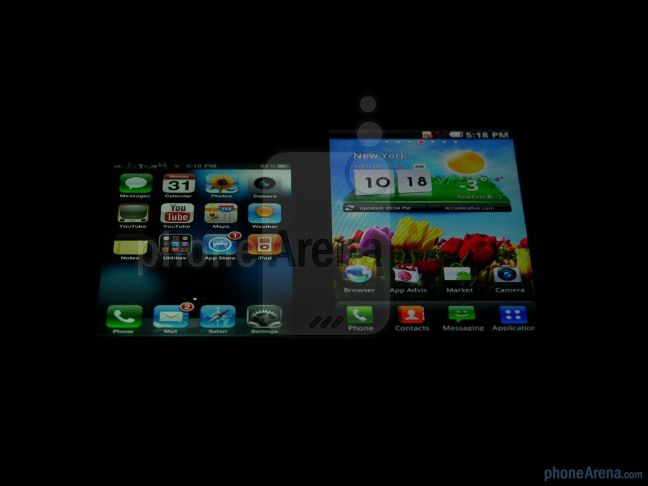 Viewing angles of the Apple iPhone 4 (L) and the LG Optimus 2X (R) - LG Optimus 2X vs Apple iPhone 4