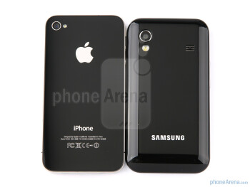 The Samsung GALAXY Ace (R) actually resembles the Apple iPhone 4 (L) - Samsung GALAXY Ace Preview