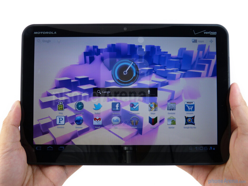 The Motorola XOOM is solidly well-built all around - Motorola XOOM Review
