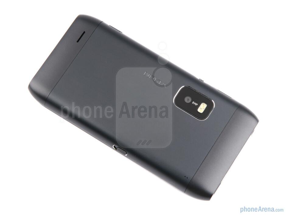 Rear - Nokia E7 Review