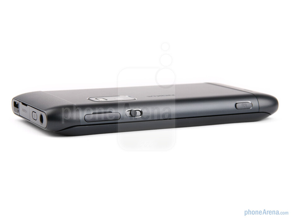 Right side - Nokia E7 Review