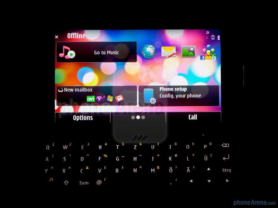The QWERTY keyboard of the Nokia E7 - Nokia E7 Review