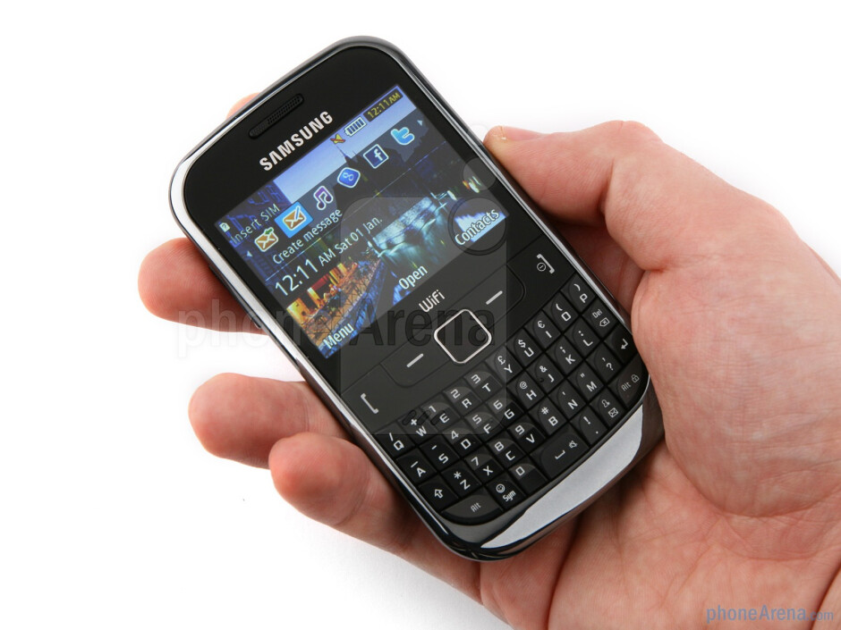 The Samsung Ch@t 335 feels right in the hand - Samsung Ch@t 335 Preview