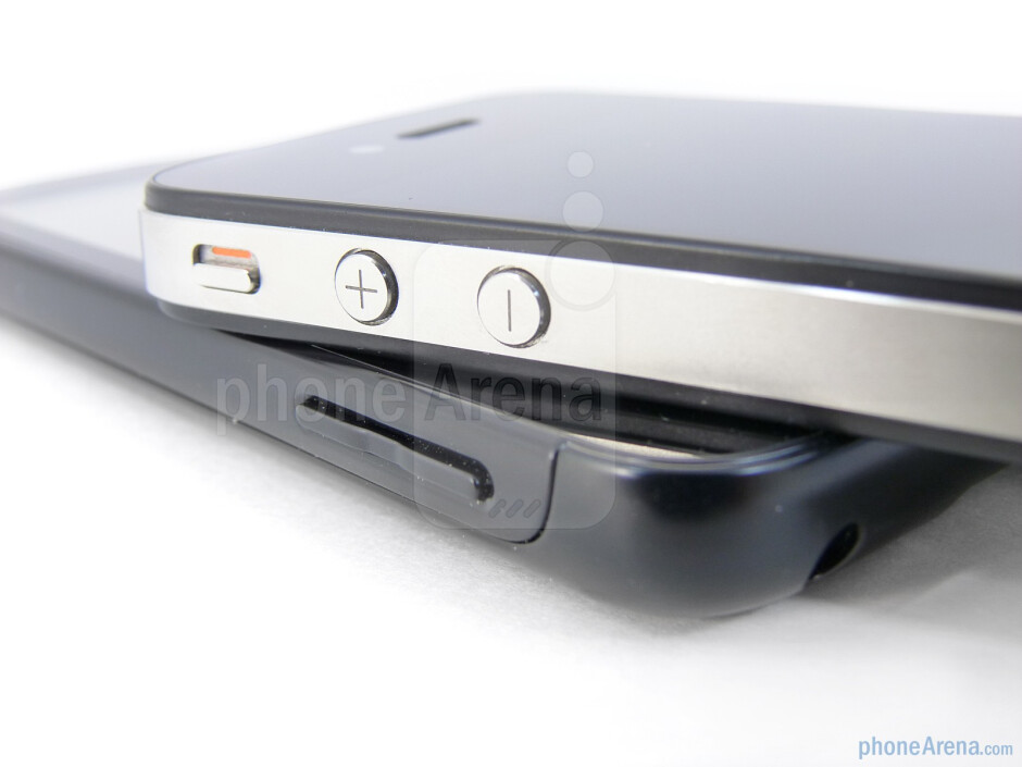 Volume rockers - The Motorola ATRIX 4G (bottom) and the Apple iPhone 4 (top) - Motorola ATRIX 4G vs Apple iPhone 4