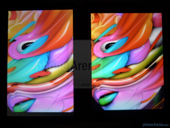 Color production of the Motorola XOOM (L) and the Apple iPad (R) - Motorola XOOM vs Apple iPad