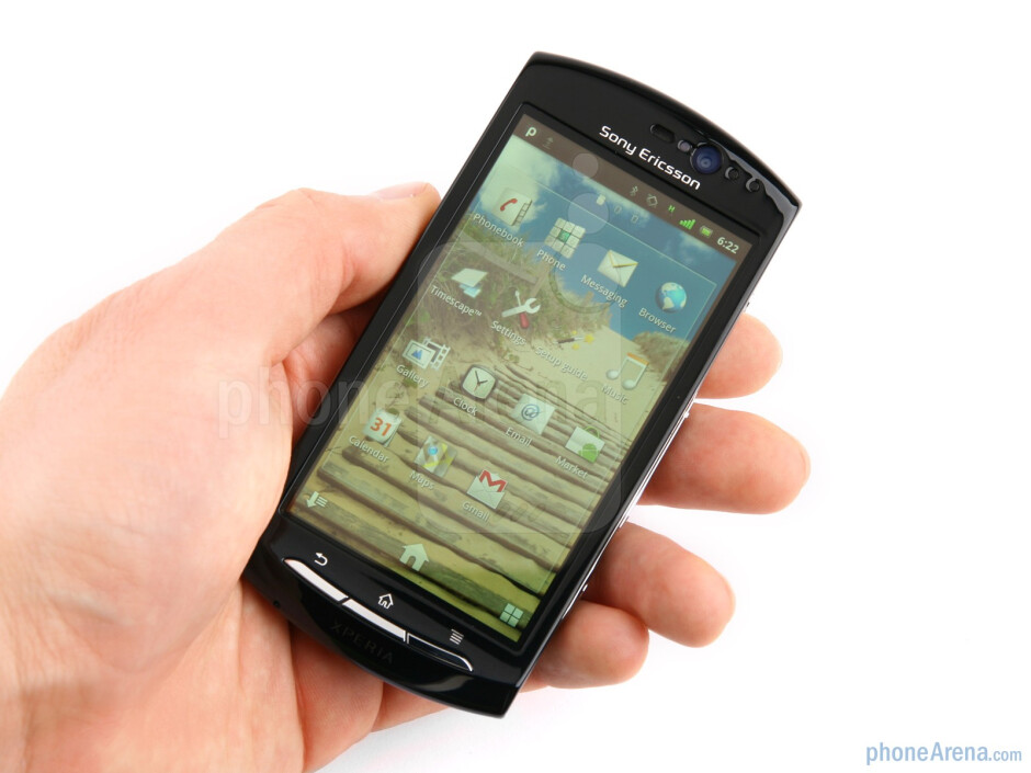 The Sony Ericsson Xperia neo is very reminiscent of the Vivaz with rounded shapes and more volume - Sony Ericsson Xperia neo Preview