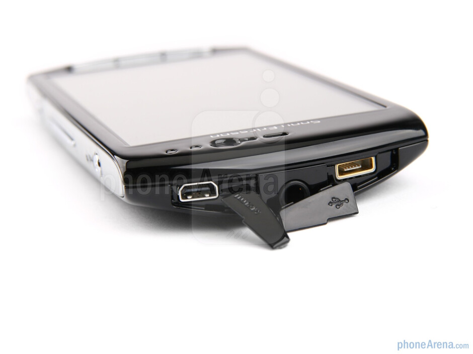 Top - Sony Ericsson Xperia neo Preview