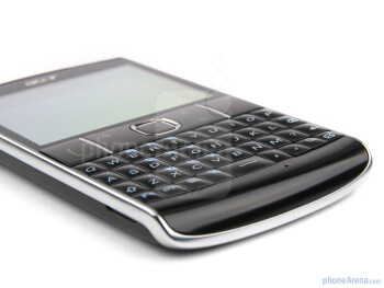 Physical buttons and QWERTY on the front of the Acer beTouch E210 - Acer beTouch E210 Review
