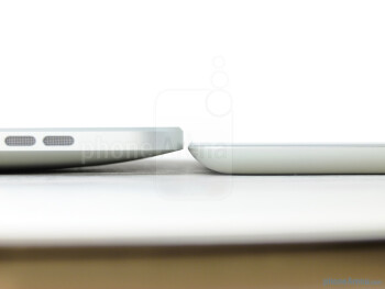Apple iPad 2 (R) next to the Apple iPad (L) - Apple iPad 2 Review