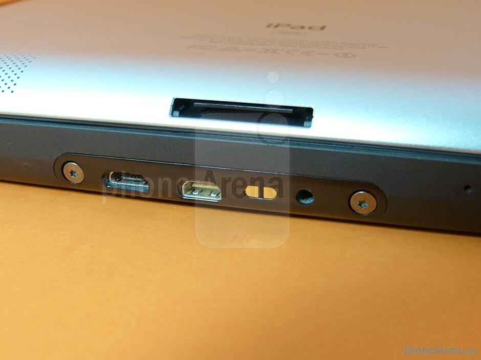 Ports - The Apple iPad 2 (top) and the Motorola XOOM (bottom) - Apple iPad 2 vs Motorola XOOM