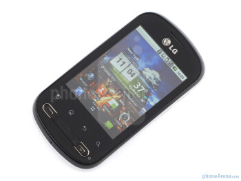 The screen has a resolution of 240x320 px - LG Optimus Me P350 Review