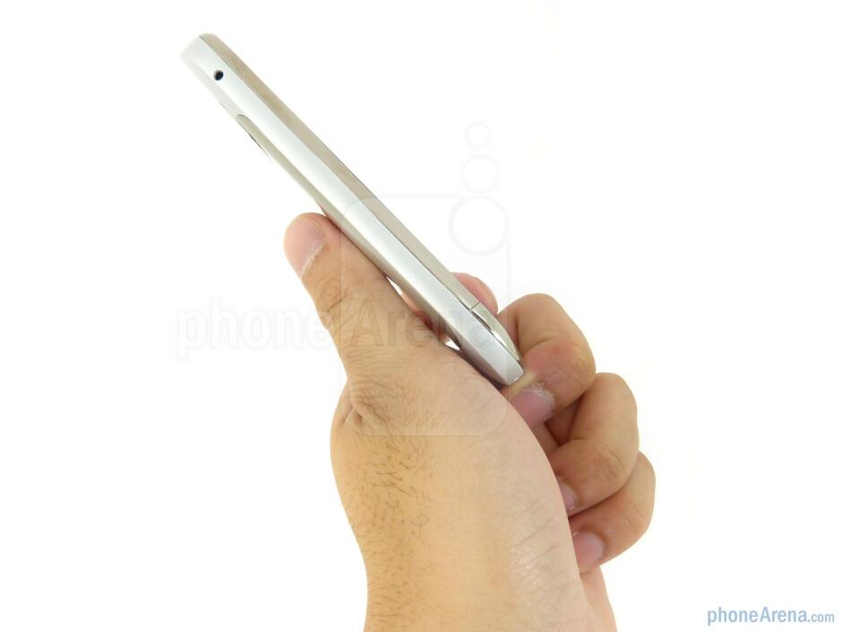The sides of the Nokia Astound - Nokia Astound Review