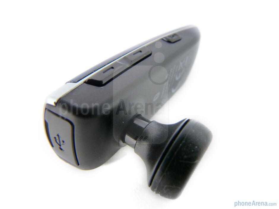 Volume rocker and voice command button - Buttons on the Samsung Modus HM6450 - Samsung Modus HM6450 Review