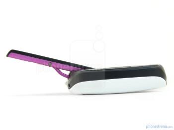 """The T-Mobile Sidekick 4G has a """"pop-tilt"""" hinge mechanism - T-Mobile Sidekick 4G Review"""