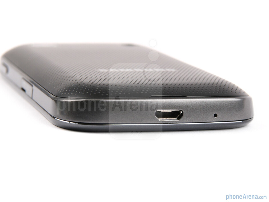 The sides of the Samsung Galaxy Gio - Samsung GALAXY Gio Review