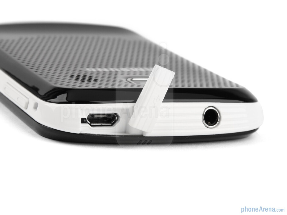 The sides of the Samsung Corby II - Samsung Corby II Review