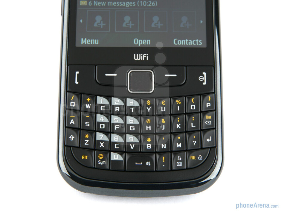 The Samsung Ch@t 335 has a pretty BlackBerry-esque full QWERTY keyboard - Samsung Ch@t 335 Review