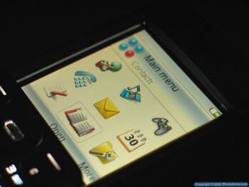 Sony Ericsson P990 Smartphone Review