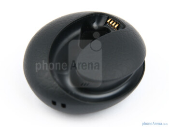 The sides of the charging  dock - Jabra STONE2 Review