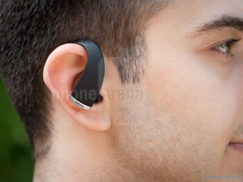 Thanks to its low weight of 7 grams, the Jabra STONE2's presence is not too noticeable - Jabra STONE2 Review
