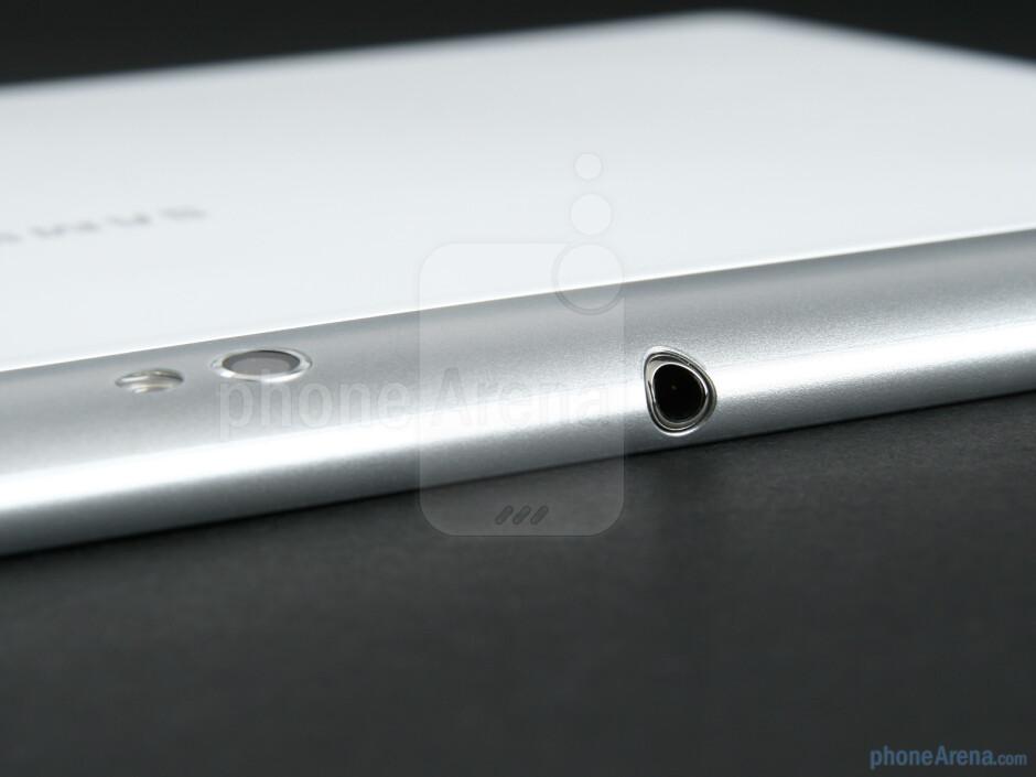 3.5mm headset jack - Samsung GALAXY Tab 10.1 Review